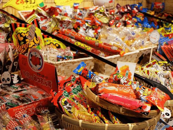 歌舞伎町の「駄菓子居酒屋 縁日」