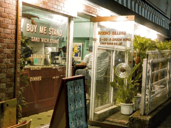 渋谷のカフェ「バイミースタンド」