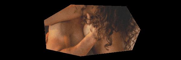 裸で抱き合う二人