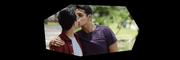ゲイがキス